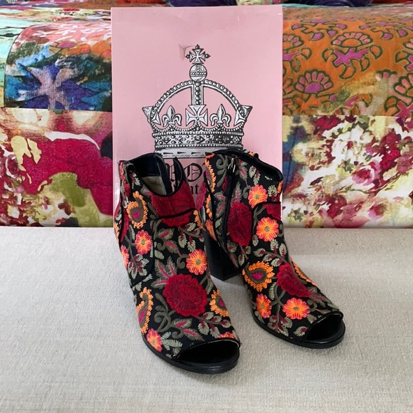 Crown Vintage Embroidered Open Toe Ankle Booties